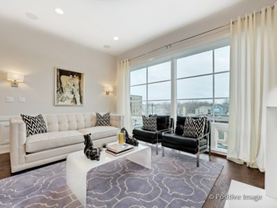 North Center – 2544 W Irving Park Rd Unit 3W Open Saturday 11-1