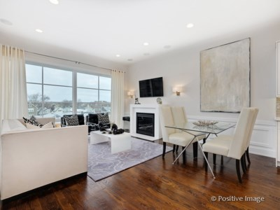 North Center – 2453 W Irving Park Rd Unit 2W Open Saturday & Sunday 11-2