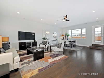 West Town – 1617 W Grand Unit 1W  Open Sunday 12-2