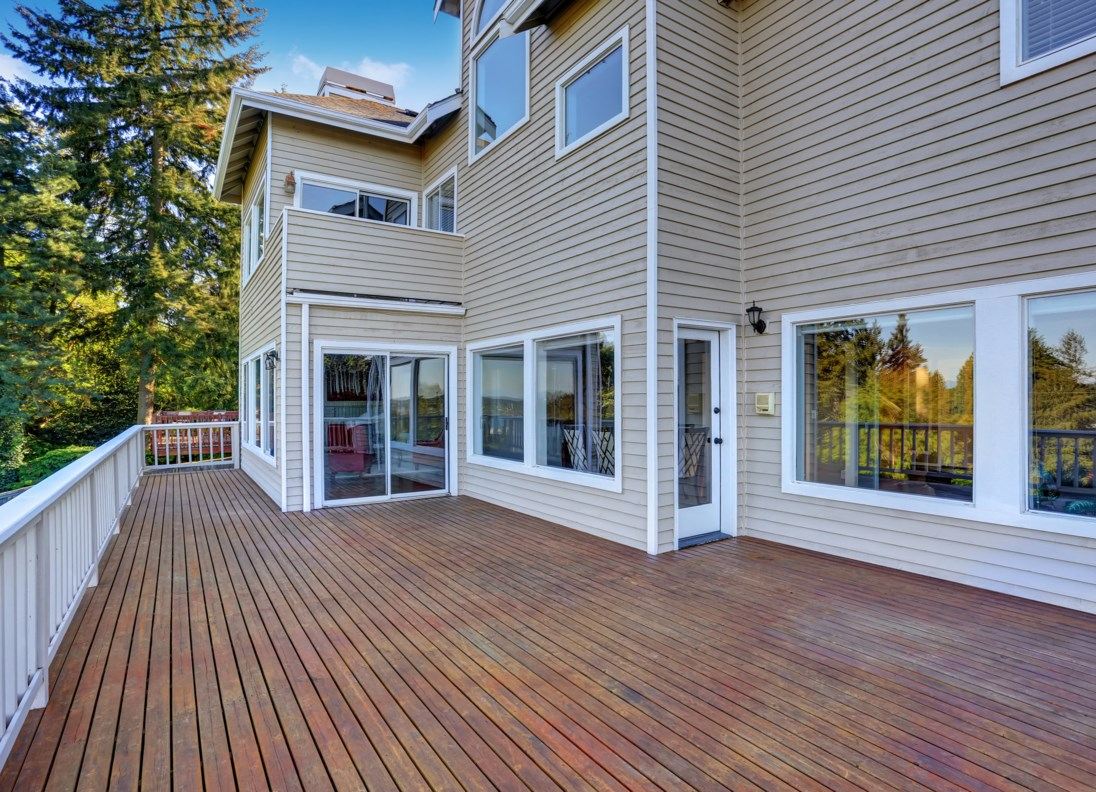 Bring the party outdoors to this giant-size deck